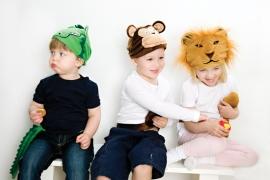 Krokodil, apa och lejon-mössa från Oskar & Ellen på ABC Leksaker